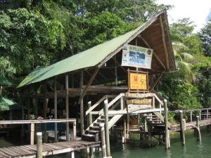 hotel and restaurant in rio dulce